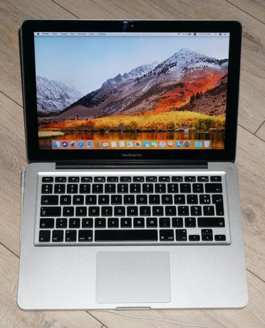 Apple MacBook Pro 13 Late 2011 работает от сети.