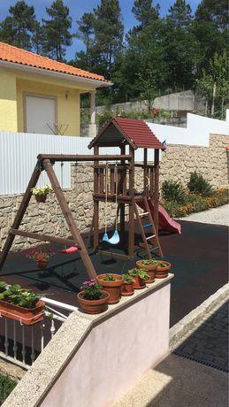 Piso borracha (parque infantil)