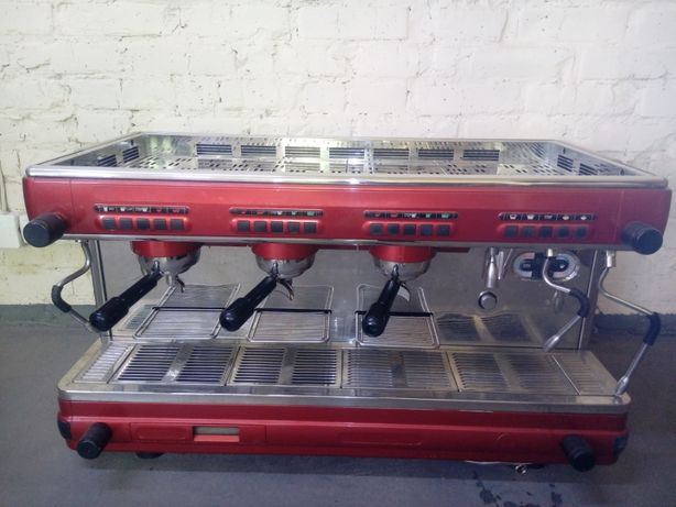 Професійна кофемашина, кавоварка Cimbali M32 3 групи, поста, висока
