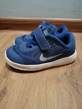 Dziecięce buciki Nike Revolution 3 r. 22 na rzepy