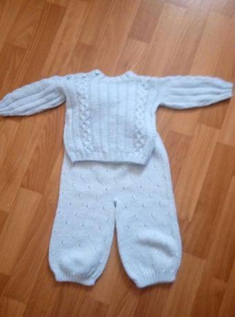Вязаный костюм(свитер и штанишки)