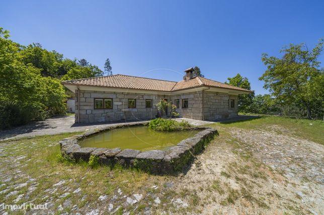 Moradia T3 c/10.670 m2 em Campo do Gerês, no Parque Nacional da Peneda