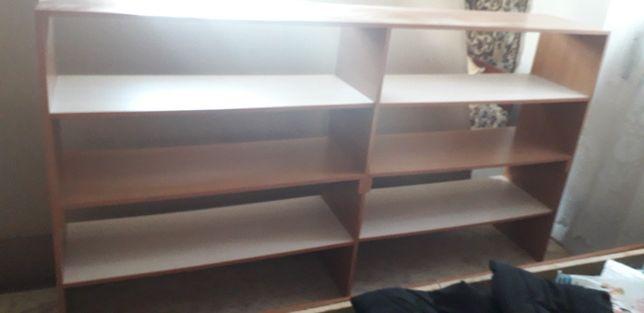 Мебельная полка в хорошем состоянии