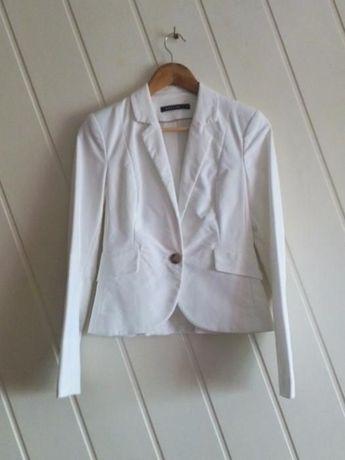 Biała elegancka marynarka żakiet Mohito S