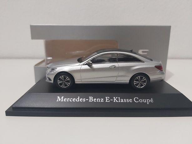 Mercedes Casse E Coupé/ Cabrio em 3 cores 1:43 Kyosho