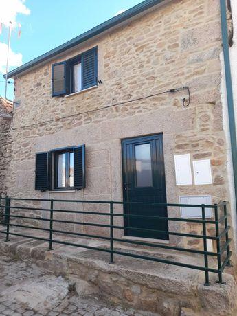 Casa rústica na aldeia (vende-se)