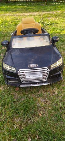 Samochód elektryczny AUDI.