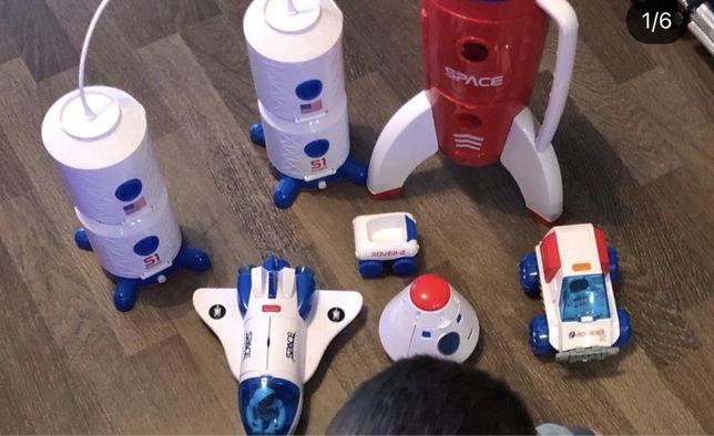 Набор игрушек/машина / ракета / космическая станция