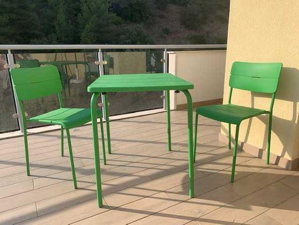 Mesa e 2 silas de jardim