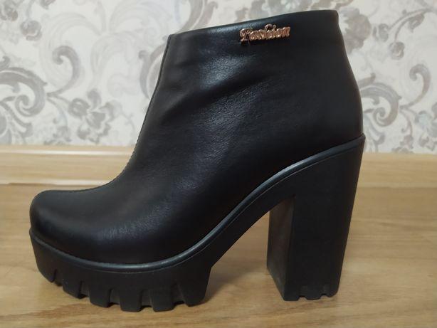 Продам ботинки кожаные