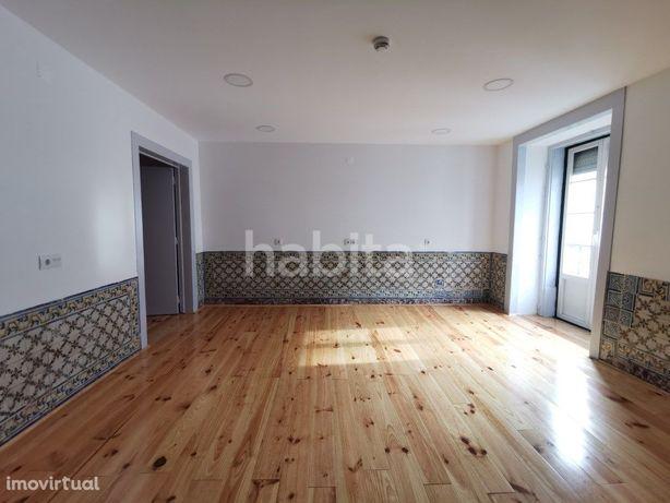 Escritório 80m2 remodelado no Chiado com pré-instalação d...