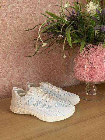 Женские кроссовки белые, 37 размер