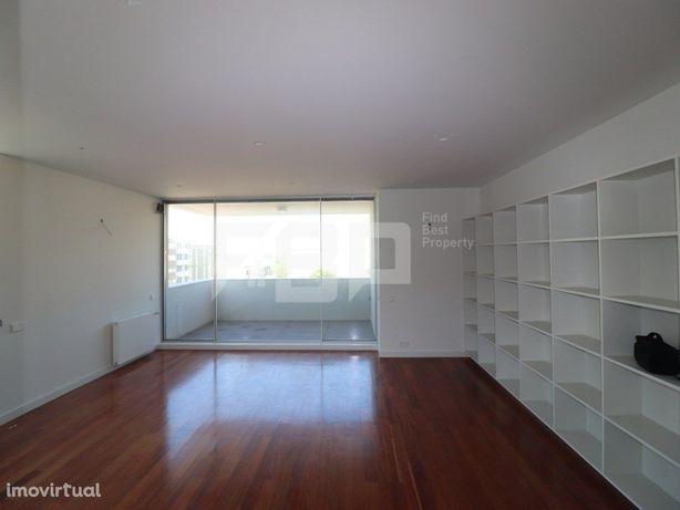 Apartamento T2 para arrendamento na zona da Boavista