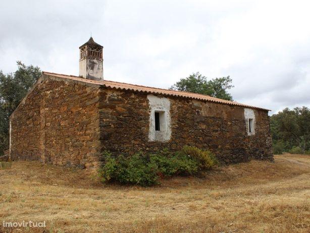 Monte Alentejano localizado na freguesia de Santa Clara-a...