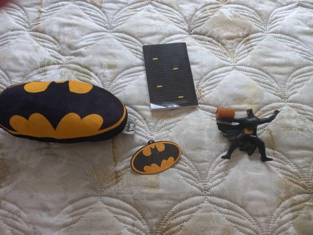 Conj novo Batman:livro, brinquedo e peluche.