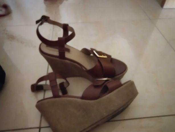 Sandálias em pele Springfield tamanho 38