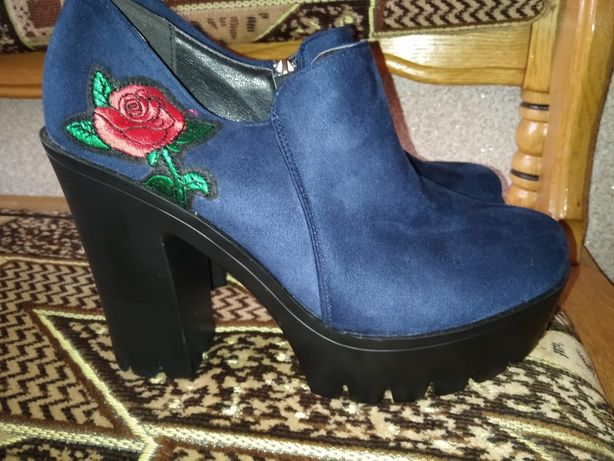 Жіноче нове взуття