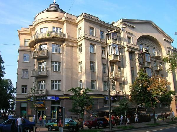 Продажа двухуровневой квартиры возле Мариинского парка, Грушевского 9