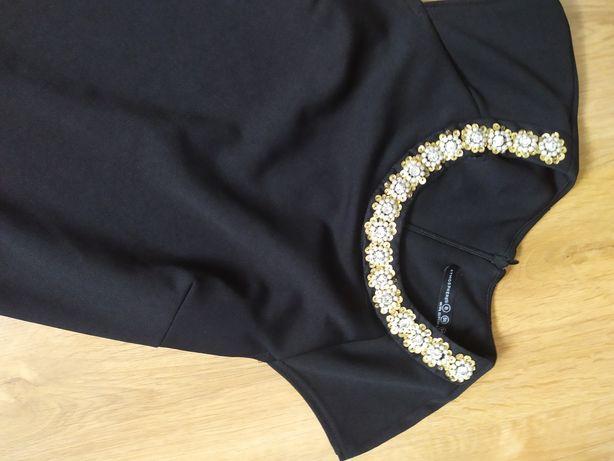 Sukienka czarna ozdoba