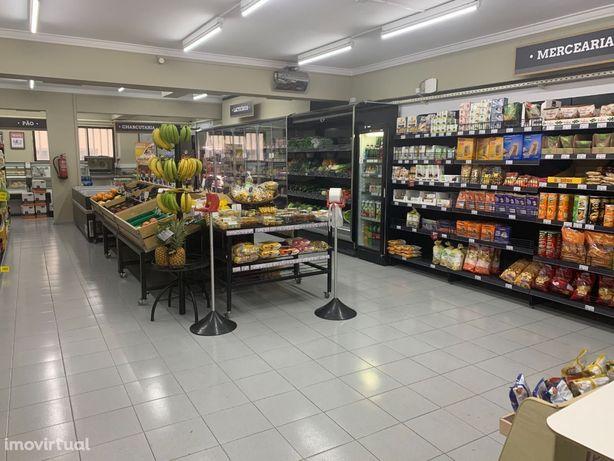 Supermercado para trespasse em zona prime de Benfica