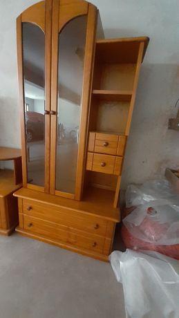 Movel de sala com vitrines e parteleiras