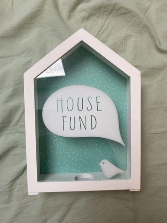 Drewniana skarbonka House Fund