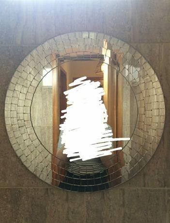 Espelho redondo com relevo