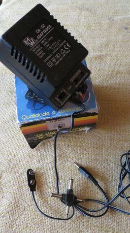 Carregador - Adaptador substitui as pilhas p/ corrente eletrica