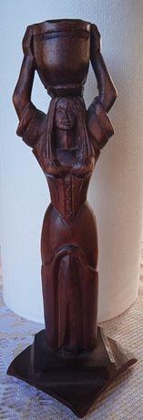 Drewniana rzeźba świecznik