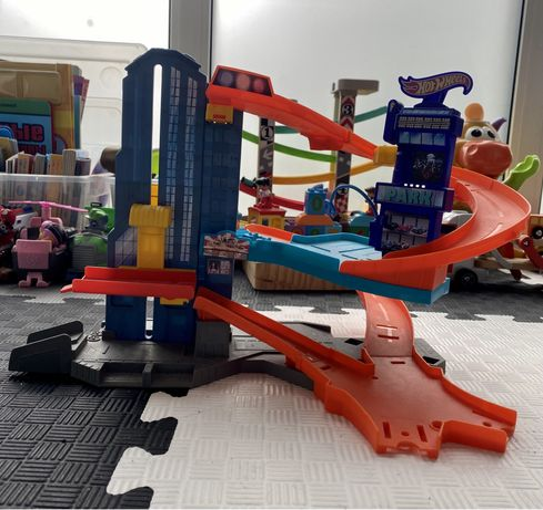 Детские игрушки, трек Hot Wheels, деревянные игрушки, кубики