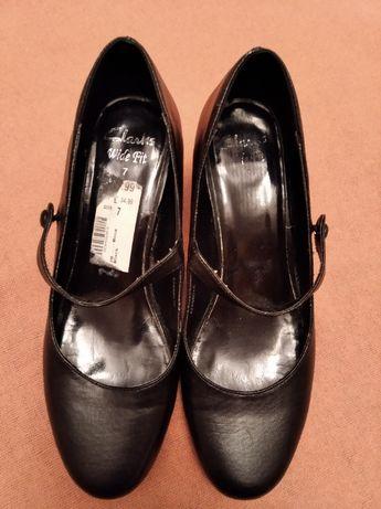 Damskie buty Clarks rozm.41