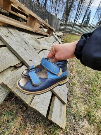 Шкіряне ортопедичне взуття
