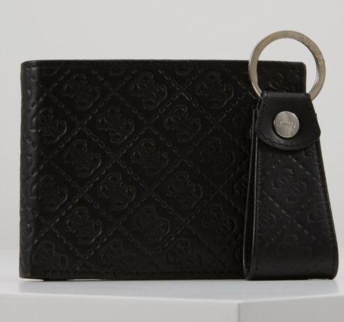 Gift box, skórzany lohowany portfel i breloczek Guess, męski, monogram