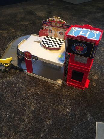 Garaż, zjeżdżalnia Auta 3