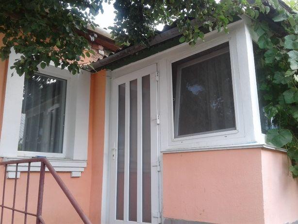 Продається половина будинку у Тульчині.