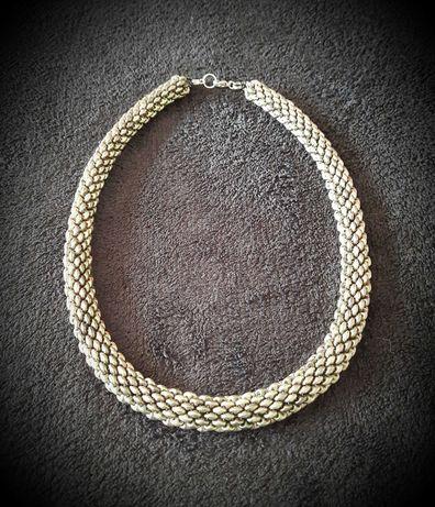 Naszyjnik z koralików wąż