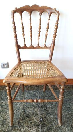 Cadeira Vintage Madeira Maciça e Palhinha