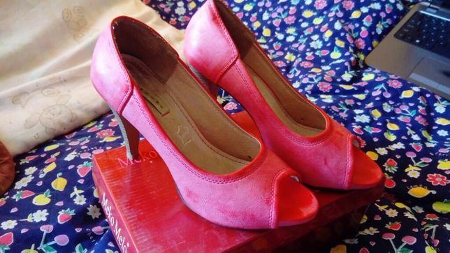 Malinowe buty na obcasie r. 38