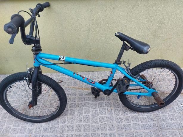 Bicicleta BMX azul