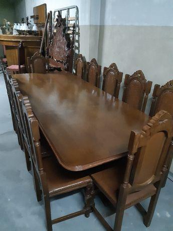 Mesa jantar e cadeiras..