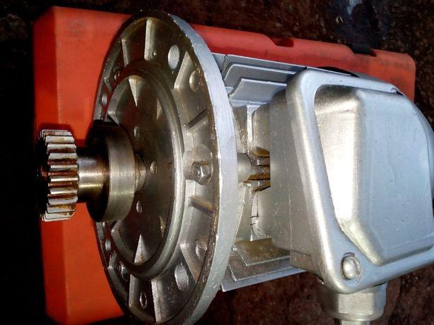 Электродвигатель ,моторредуктор 1400об/0,75квт 4А80В4КУ