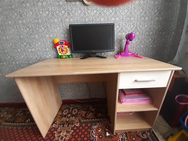 Парта з компютерним кріслом набором