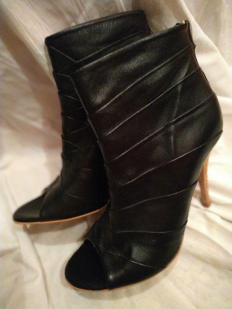 Шкіряний черевичок з відкритим носком