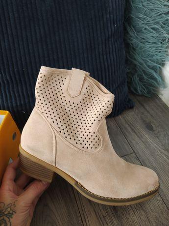 Buty kowbojki beżowe