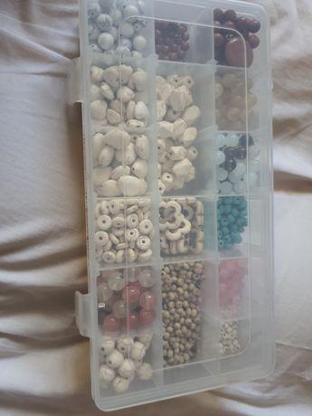 Conjunto de missangas/pedras naturais