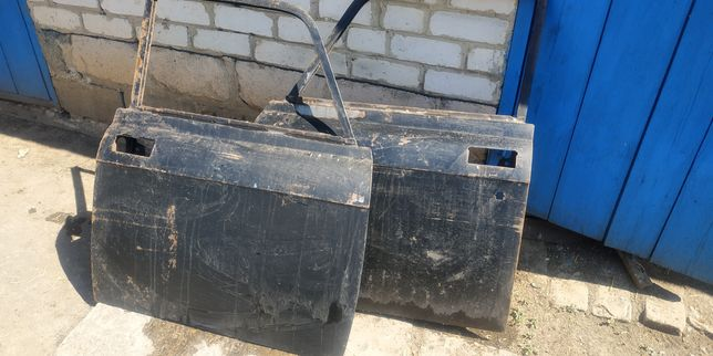 Продам левую и правую передние двери на Москвич АЗЛК 2140