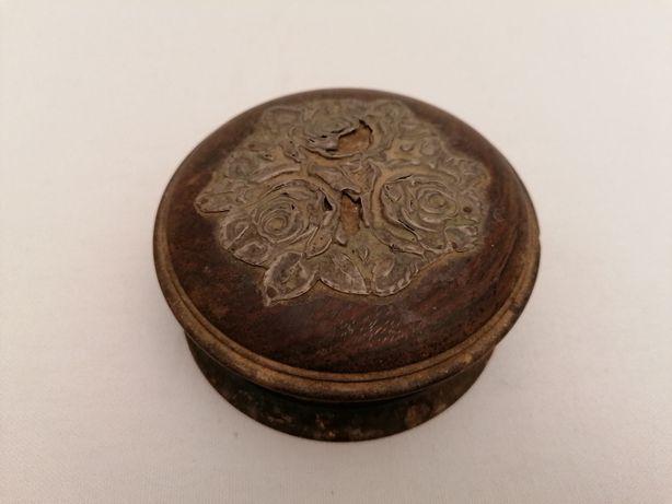 caixa de madeira antiga