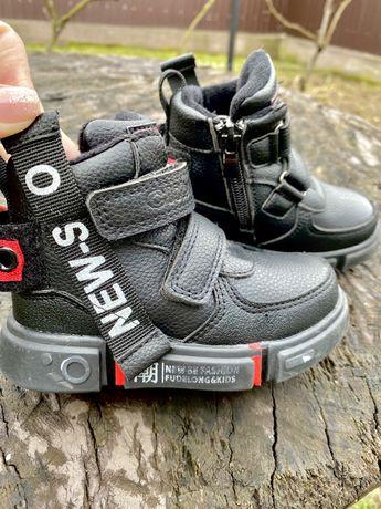 Стильні дитячі демисезонні ботинки для хлопчика