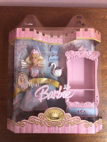 2005 BARBIE Mini Odette + Cisne + Móvel rosa e Acessórios