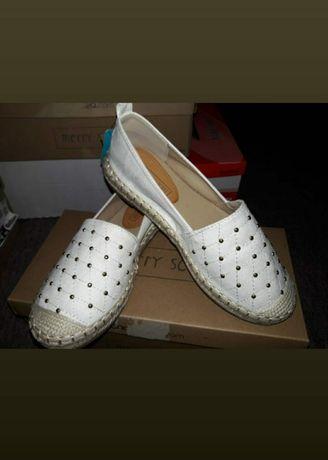 Взуття (макасіни)